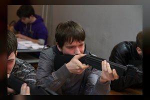 Десятикласники 2 школы сдали зачет по стрельбе в автошколе ДОСААФ